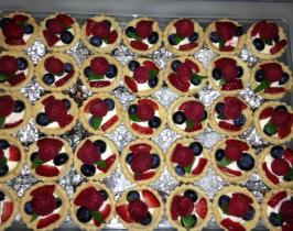 Tiny fruit tartlets filled with lemon mascarpone